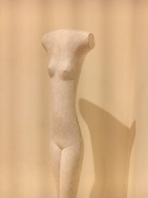 ジャコメッティの作品です。白くてニュートラルな質感からは彼の作品だと想像できませんでした。
